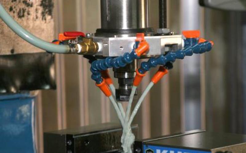 使用切削液对设备有哪些好处?