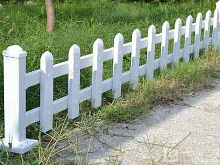 甘肃PVC草坪护栏