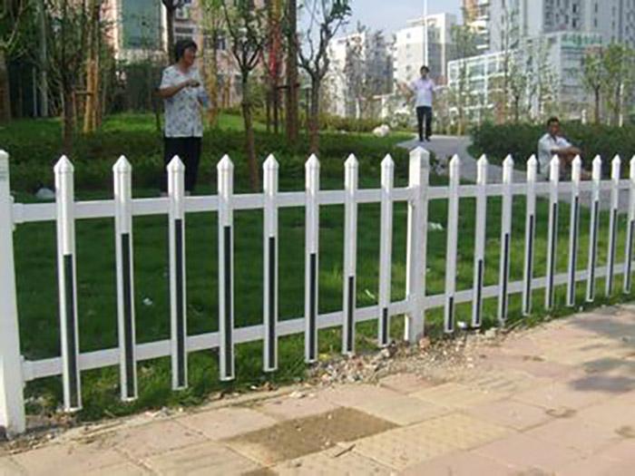 兰州锌钢草坪护栏