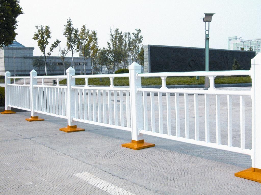 晋龙护栏厂带你了解交通护栏常见的特点