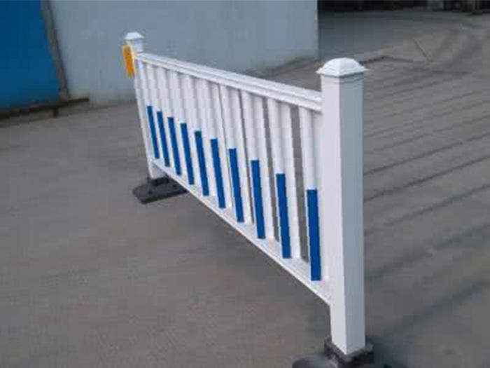 马路上的市政护栏您知道怎么安装?