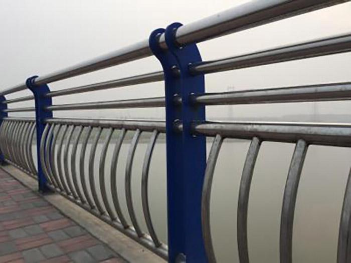 兰州中山桥上的桥梁护栏,你知道他是怎么施工的吗?