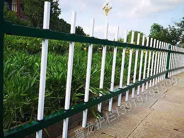 对于草坪护栏的使用应注意哪些事项以及其大多都用于在哪里?