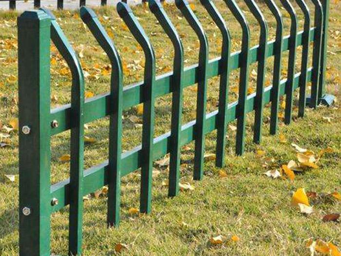 草坪护栏的主要用途是装饰庭院绿地,晋龙护栏带您涨知识!