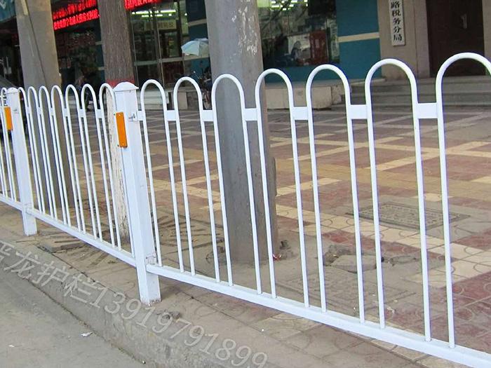 关于交通护栏对于城市发展的作用有那些?晋龙护栏带你涨知识!