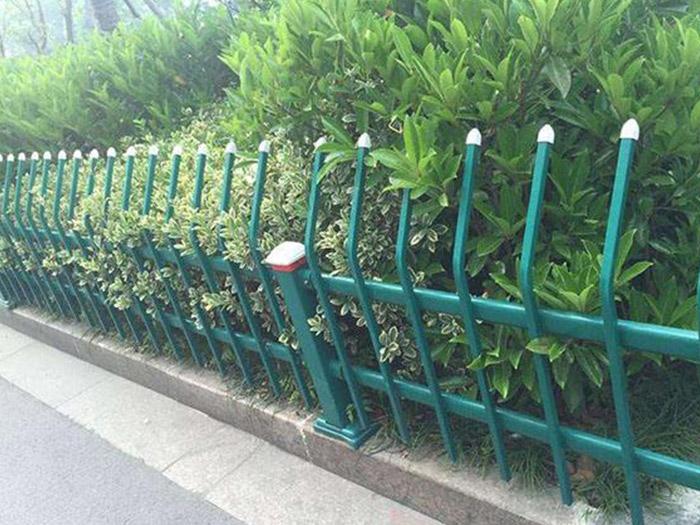 新锌钢护拦逐渐成式护栏!锌钢制护栏与其它护栏相比有优点