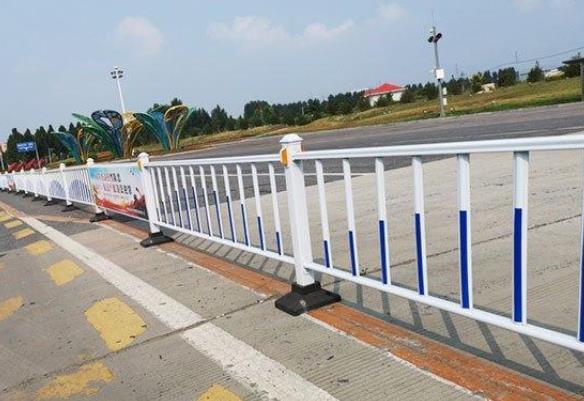 锌钢交通护栏有哪些特点和应用范围