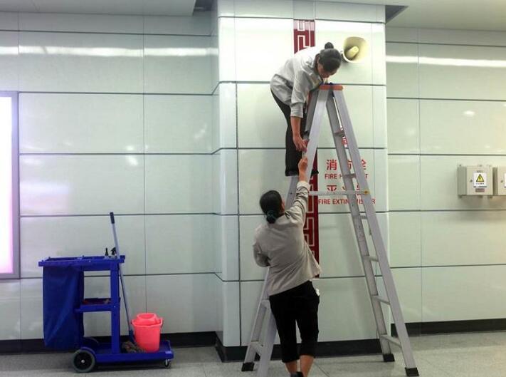 汉水华城写字楼红运室内保洁人员工作现场