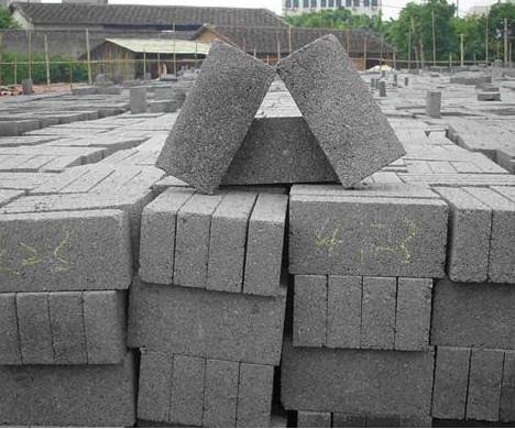 铺设水泥透水砖的路面,清理保养应该做这4点!