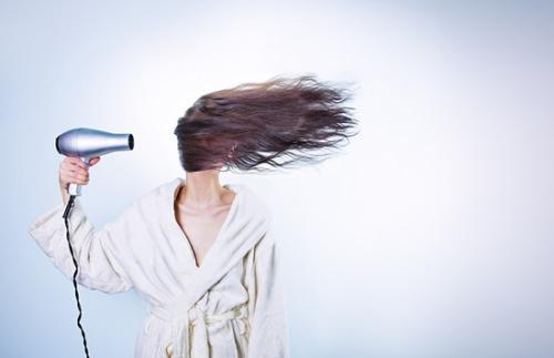 收头发公司分享怎么才能让头发分叉减少