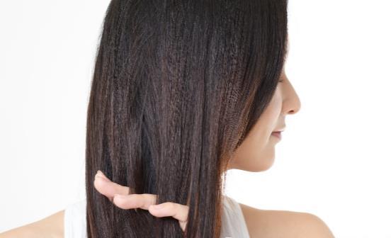 年纪越大头发越干枯,如何拯救干枯的头发