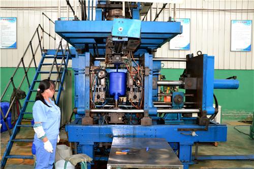 中特塑料容器危险品包装塑料桶生产现场