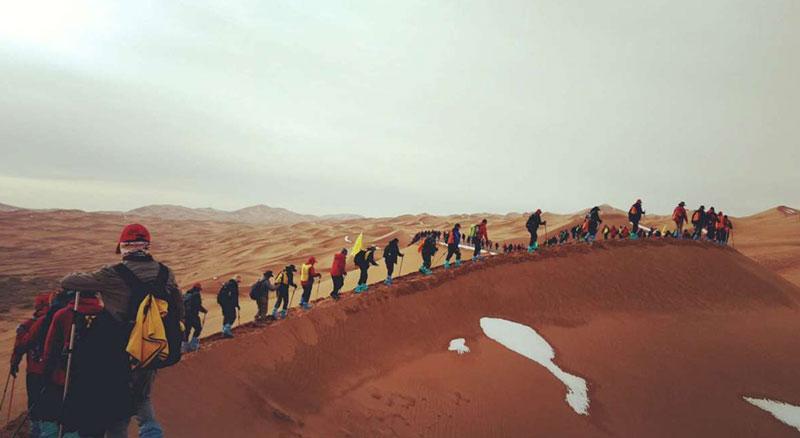 走进大漠-泓达集团沙漠穿越高峰体验营