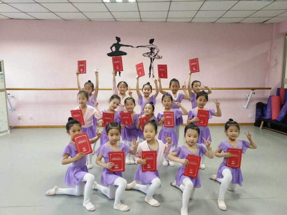 舞蹈考级过关,兰州少儿舞蹈培训中心就选予馨