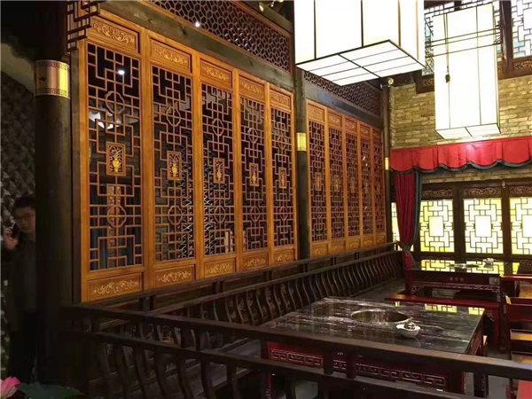仿古门窗使用在古香古色的建筑中!