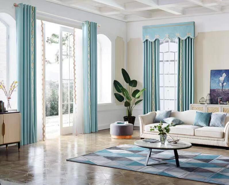 下面小编就给大家介绍几种布艺窗帘的搭配方法