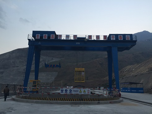 三峡工程白鹤滩水电站项目——载人门式起重机