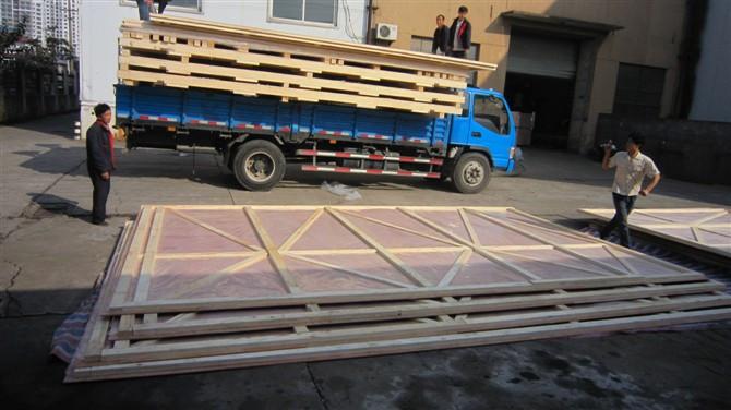 兰石集团木包装箱装车送货中