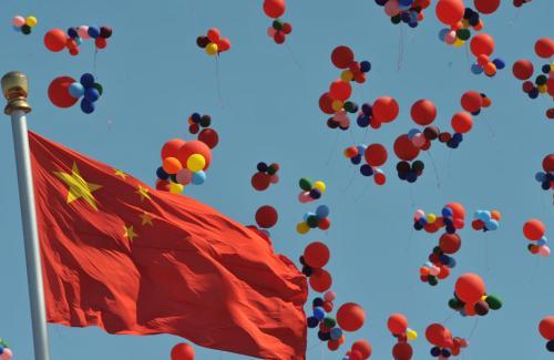 9月24日电喜迎祖国70周年,播出纪录片《我们走在大路上》预示大路越走越宽阔!