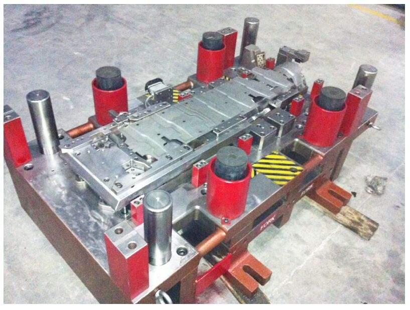 汽车精密模具加工厂