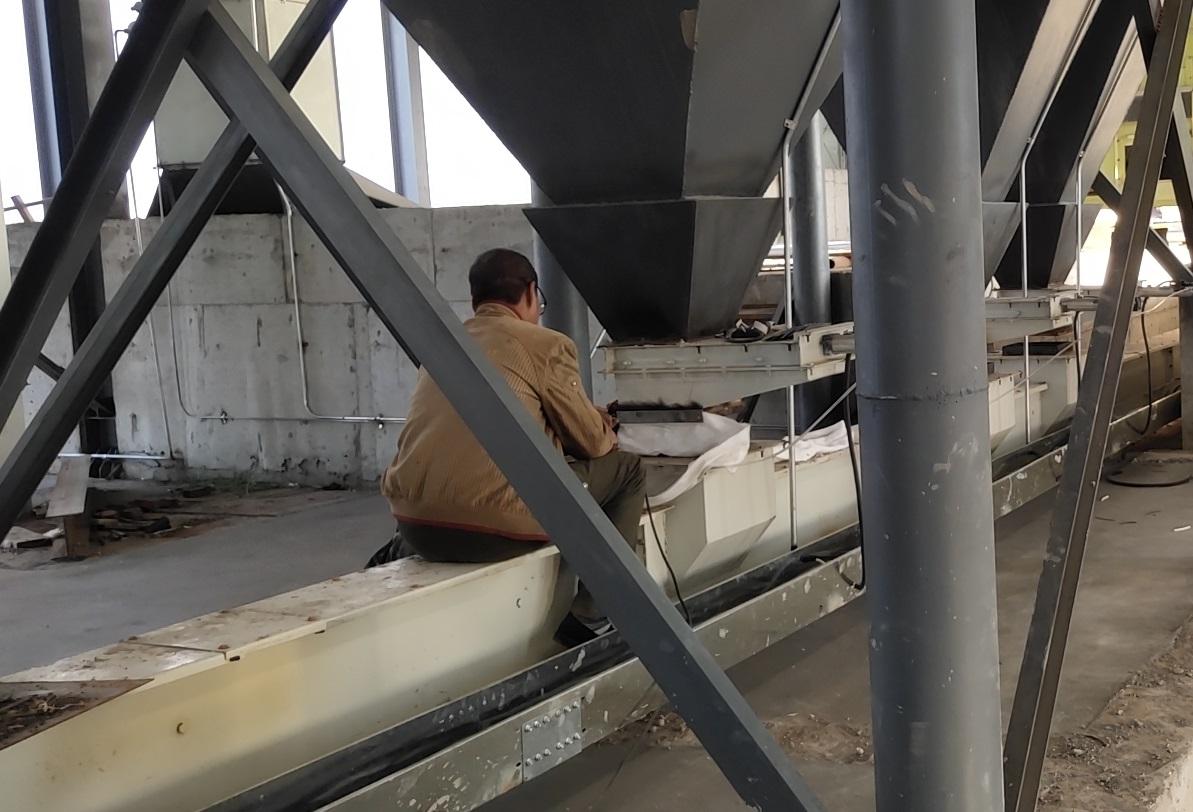 内蒙古养殖设备现场工人施工