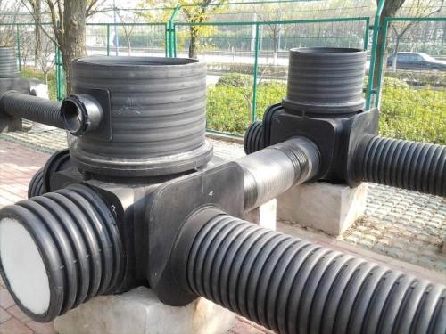 关于塑料检查井井座和管道怎么连接