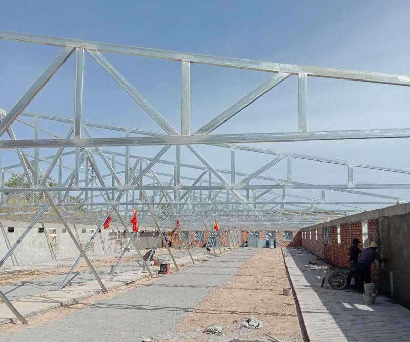 甘肃榆鑫钢结构承建甘草猪场项目施工中