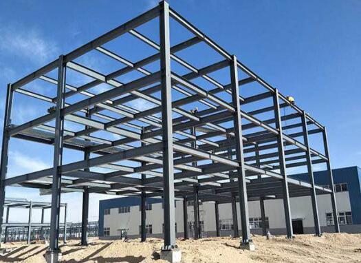 钢结构工程的不断改进,使得钢结构建筑具有哪些特点?