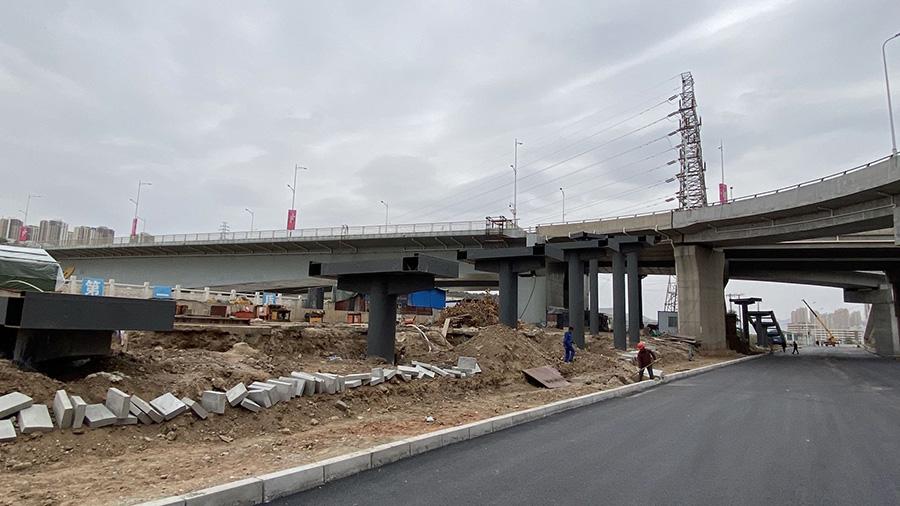 兰州雁白黄河大桥项目人行梯道施工中
