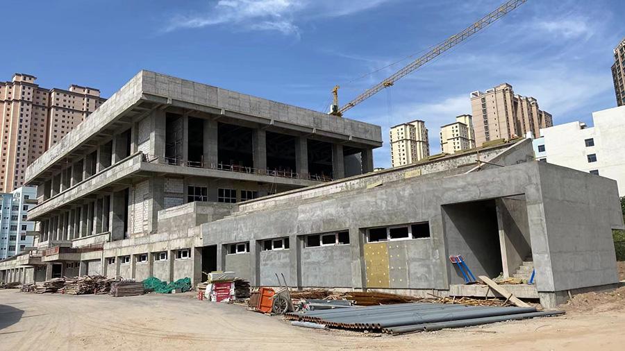 兰州二中风雨操场钢结构安装完工
