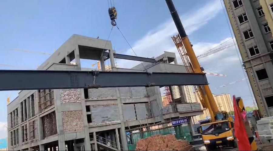 甘肃城乡居房地产开发有限公司城乡居壹号苑钢结构吊装