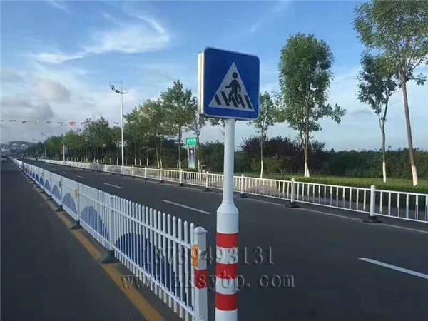 河南交通路标杆牌小编告诉你:道路交通标志的主要作用及注意事项