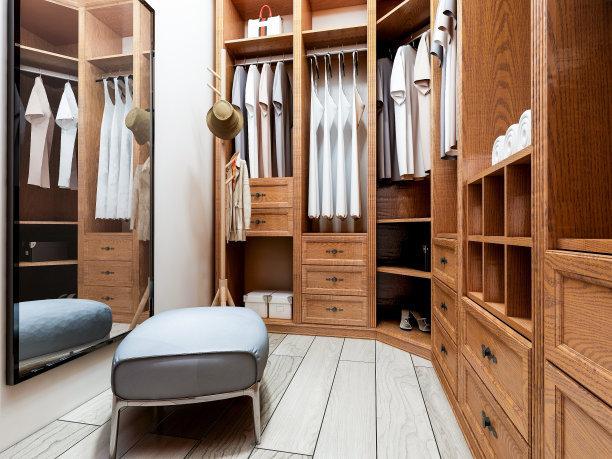 家装刚完成,怎么去选择潮流又时尚的衣橱?