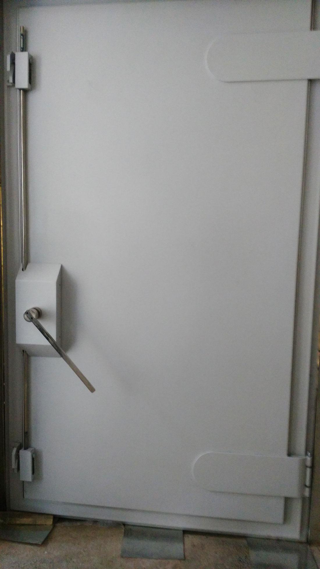 泰达提示:装饰的门框材质种类居多,屏蔽门也是一样,这些记清楚才能找到合适的!