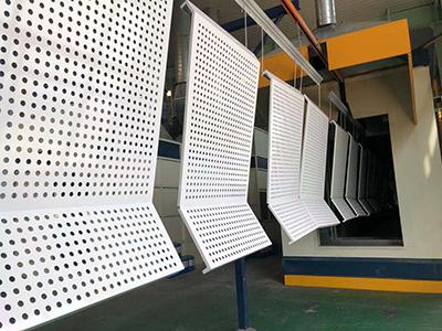 氟碳镂空铝单板和冲孔铝单板雕饰艺术比较为丰富