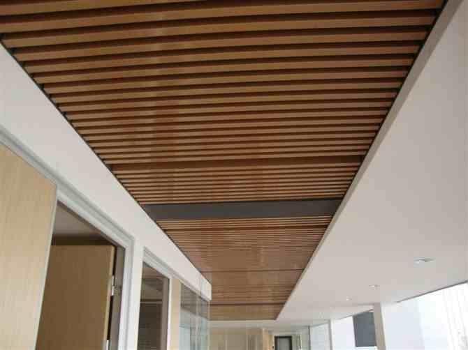 木纹铝单板比实木装饰具有很大的优势