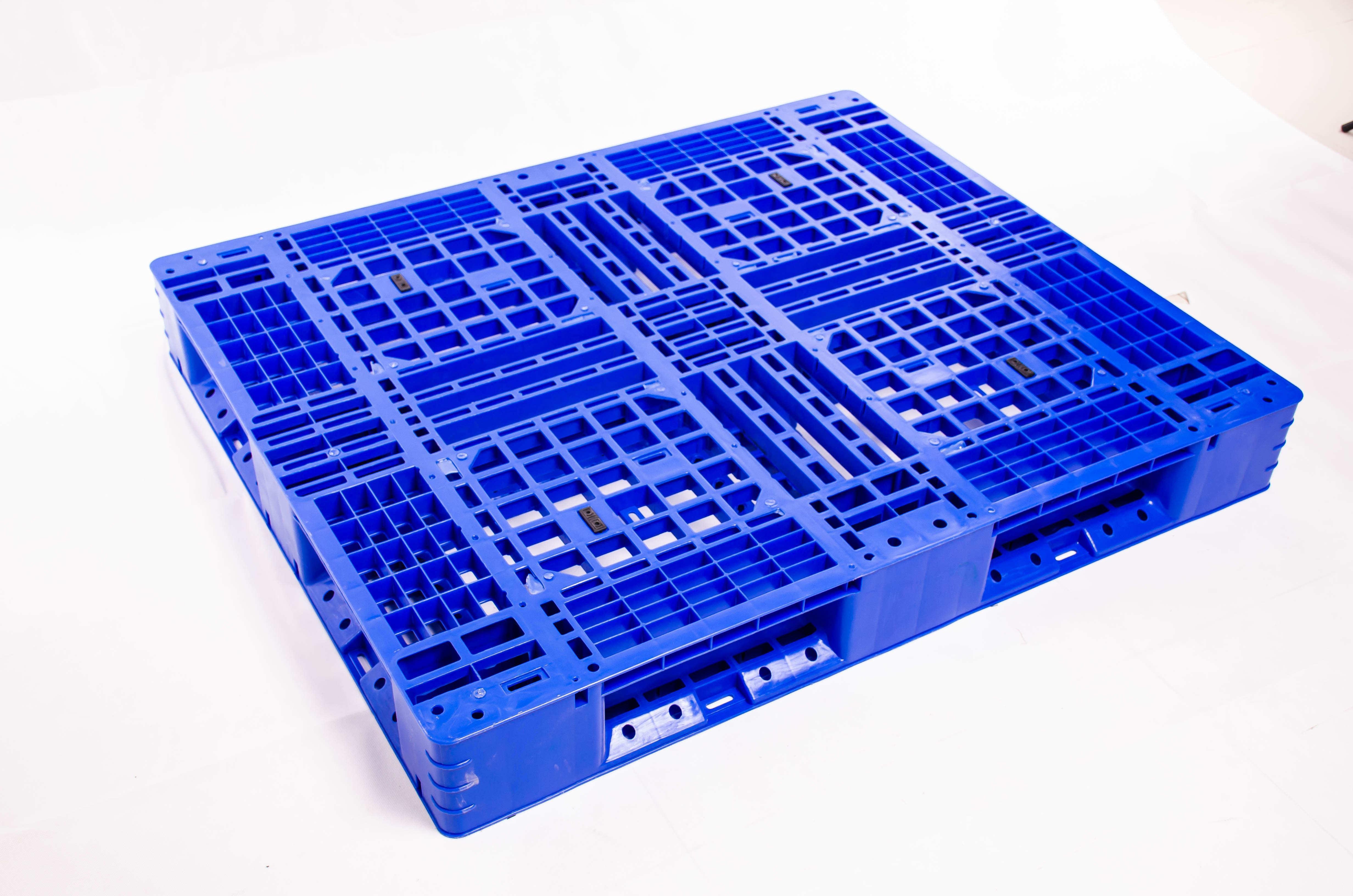 托盘采购为什么要选择网格型塑料托盘