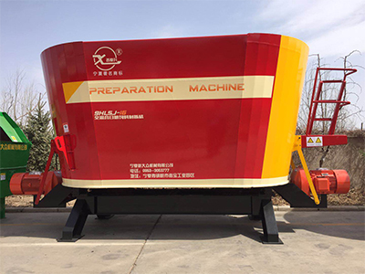 全混合日粮机 大型饲料搅拌机就选宁夏新大众机械!