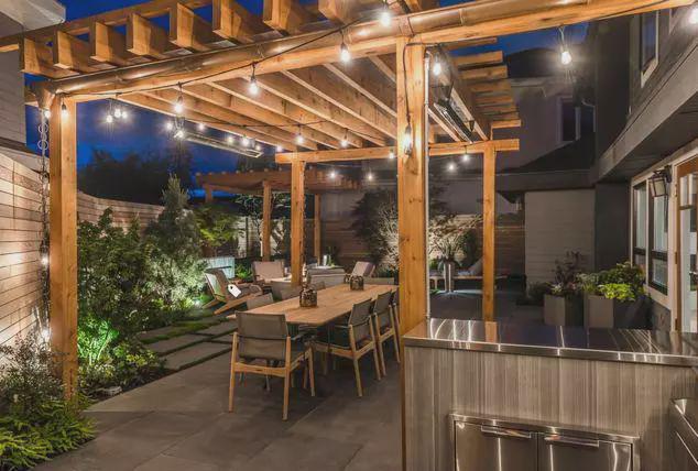 实用性和观赏性并存的庭院防腐木廊架值得选择