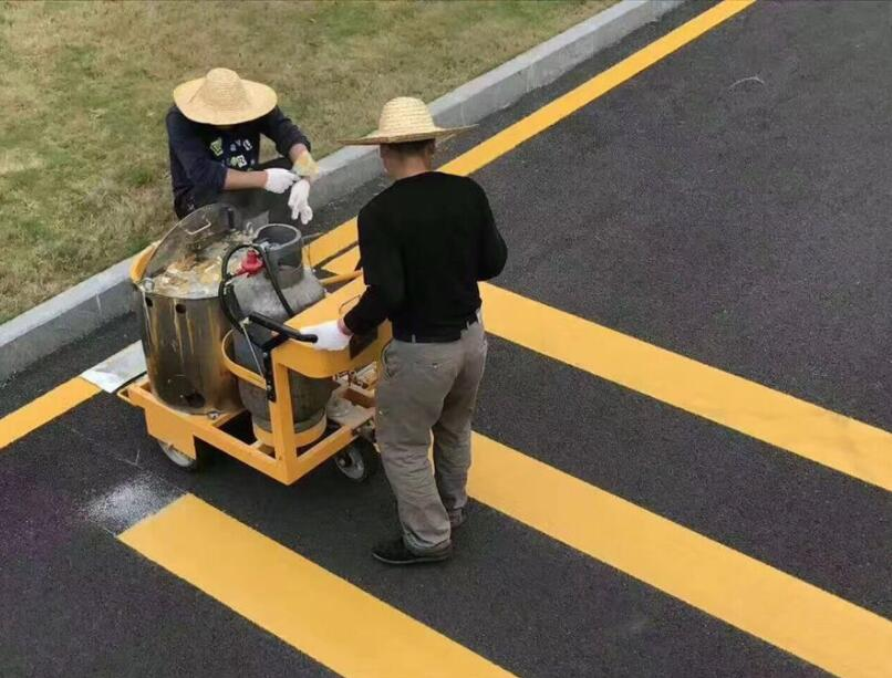 路面标线涂料施工现场