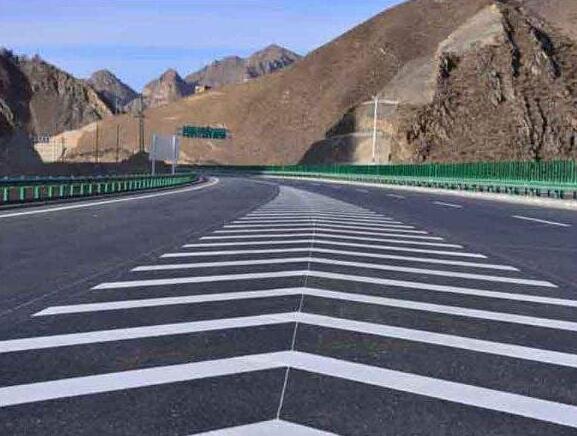 机场专用道路标线漆的特点