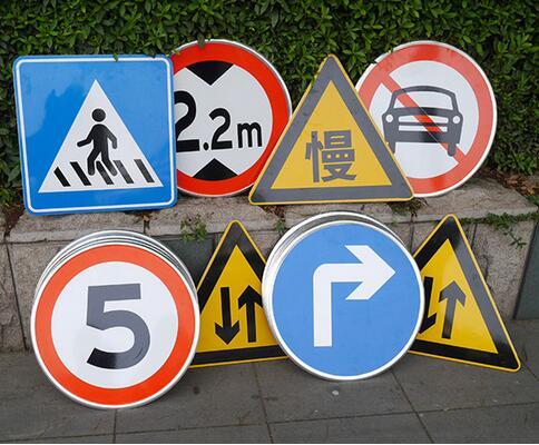 制作交通标志的材料如何选,工艺有啥要求呢?