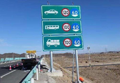 兰州道路交通标志制作厂家告诉大家为什么要规范交通标志标牌