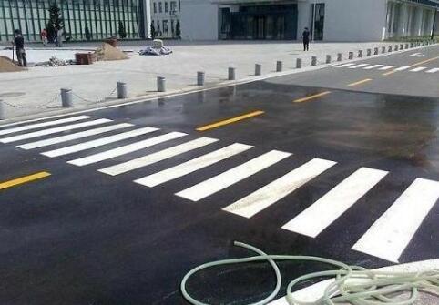 道路反光漆施工