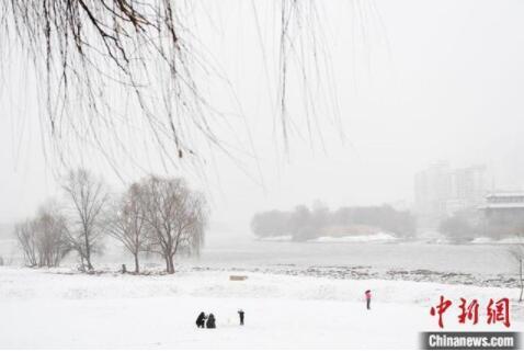 甘肃迎新年首场大范围降水 兰州暂别49天无有效降水困境