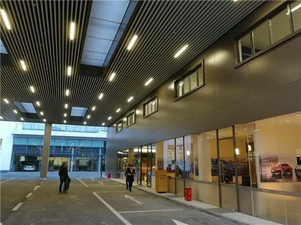 河南铝单板合作案例:新乡雷克萨斯4s店