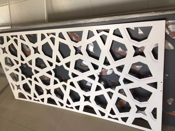 河南冲孔铝单板有什么样的加工特性?