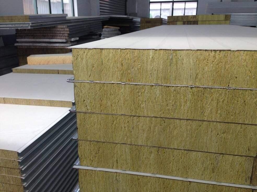 呼市彩钢岩棉板在建筑保温与防火方面有哪些优势?