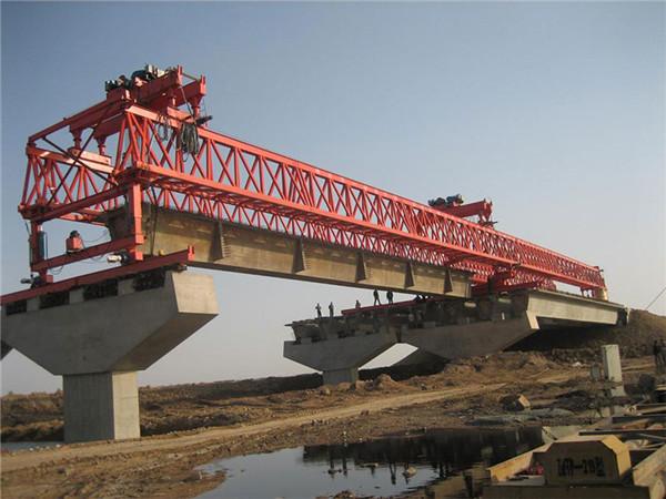 架桥机的准备工作,终于知道几百吨重桥梁是怎么架上去的了