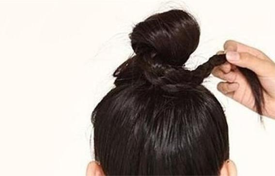 女生扎丸子头发际线越来越高怎么办?成都女士假发店告诉你